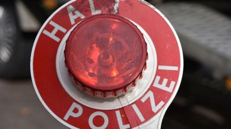 Die Polizei hat einen jungen Autofahrer aufgegriffen, der unter Drogen stand.