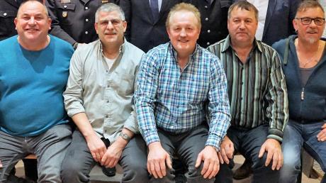 Ehrung für langjähriges Engagement bei der Feuerwehr Derching: (von links) Harald Luksch, Ruppert Knauer, Gottfried Meitinger, Hubert Paulus und Ottmar Draxler.