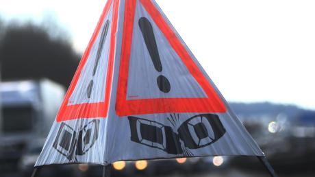 Drei Pkw waren in einen Auffahrunfall auf der Staatsstraße zwischen Mering und Königsbrunn verwickelt.