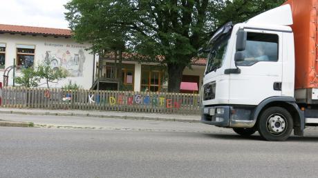 Unmittelbar an der Hauptstraße liegt der Kindergarten St. Laurentius. Weil es dort keine Entwicklungsmöglichkeiten gibt, plant die Stadt einen Neubau am westlichen Ortsrand.