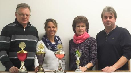 Erfolgreich beim Pokalturnier der Tischkegler (von links): Günter Laufer, Andrea Guggumos, Christa Köhler, Robert Nekola.