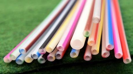 In solchen Mikrorohren werden Glasfaserkabel für die Versorgung mit schnellem Internet verlegt.