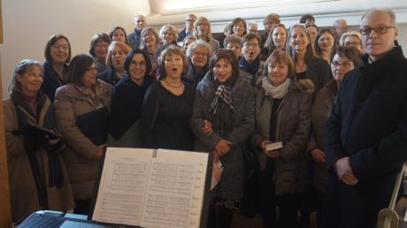 Mit großer gesanglicher Begeisterung gestaltete der Liederkranz unter der Leitung von Marina Osipova seine Festmesse zum 150-jährigen Bestehen (Vierte von links).