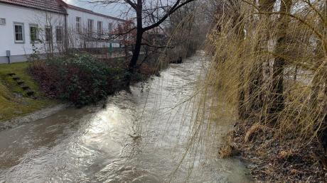 Der Weilerweg in Ottmaring war wegen Überflutungsgefahr gesperrt.