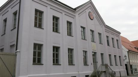 """""""Außen hui, innen pfui"""" gilt für die Archivgalerie an der Friedberger Pfarrstraße. Aus Brandschutzgründen können im oberen Stockwerk jetzt keine Ausstellungen mehr stattfinden."""