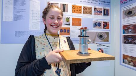 """Wieder eine Auszeichnung: Zoe Prillwitz zieht es ebenso wie ihre große Schwester in die Welt der Wissenschaft. Beim Wettbewerb """"Schüler experimentieren"""" holt sie den ersten Platz."""