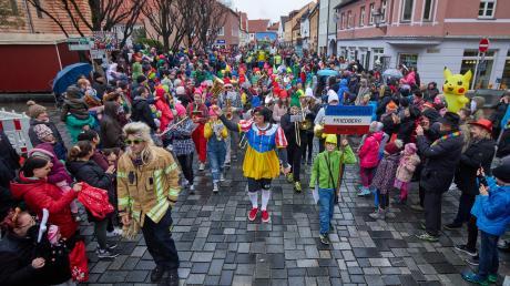 Tausende Zuschauer gibt es beim Faschingsumzug in Friedberg normalerweise. Im kommenden Jahr fällt die Veranstaltung aus.