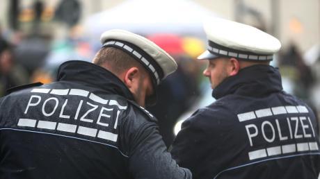 Die Friedberger Polizei hatte ihr Aufgebot für den Fasching erhöht. Dabei erhielten sie Unterstützung vom Einsatzzug in Augsburg und der Bereitschaftspolizei Königsbrunn.