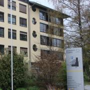 Im Friedberger Krankenhaus ist es zu einem Corona-Ausbruch gekommen. Der Vorfall zieht sich schon seit Wochen hin - informiert wurde lange nicht.