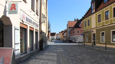 Gähnende Leere in der Ludwigstraße. Außer Apotheken und Bäckern haben die meisten Geschäfte geschlossen.
