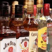 Die Getränkemärkte verzeichnen derzeit eine steigende Nachfrage nach Alkohol.