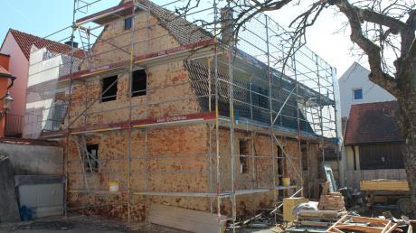 Die Sanierungsarbeiten am denkmalgeschützten Haus in der Schmiedgasse 1 in Friedberg haben begonnen.