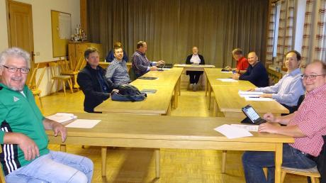 In der Corona-Krise wird Abstand gehalten. Die jüngste Gemeinderatssitzung wurde vom Sitzungssaal in die Gaststube verlegt.