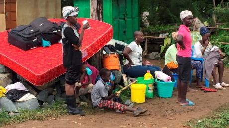 Social distancing - sich von anderen fernzuhalten - ist schon aufgrund der Wohnsituation in vielen Orten Kenias unmöglich. So kann sich das Coronavirus ungehindert ausbreiten. Fotos: Ubuntu