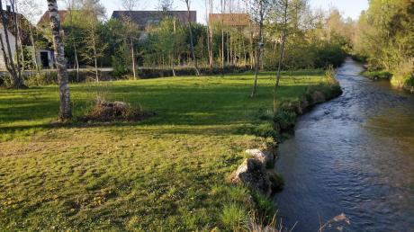 Die Kubat-Halbinsel in Merching wird in Fließrichtung links von der Schmiechach, rechts von der Paar umschlossen. Auf dem Gelände soll nun eine Kneipp-Anlage entstehen.
