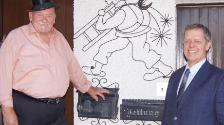 Stilecht mit Zylinder: Werner Böck (links) mit Bürgermeister Helmut Luichtl.