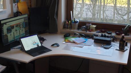 Die Abiturienten des Gymnasiums Friedberg mussten ihren Schreibtisch zur Schulbank umfunktionieren.