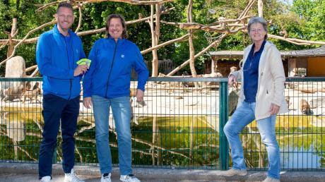 Armin und Peter Spengler (von links) unterstützen mit ihrer Aktion das Friedberger Kinderheim und Zoodirektorin Barbara Jantschke (rechts).