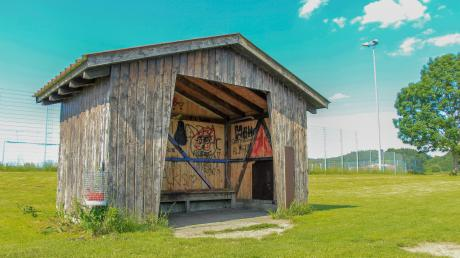 Die Hütte an der Lohgasse ist ein beliebter Treffpunkt bei Jugendlichen in Kissing. Doch vor Kurzem noch musste dort ein kleines Feuer gelöscht werden. Hat Kissing ein Problem mit Jugendlichen?