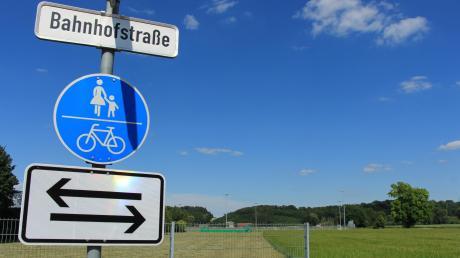 Auf dem Grundstück an der Bahnhofstraße südlich des Parktplatzes der Paartalhalle soll der neue Kindergarten in Kissing gebaut werden.