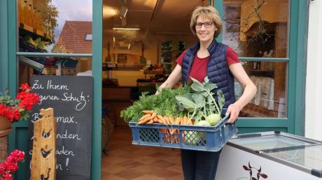 Waltraud Oswald kümmert sich liebevoll um den eigenen Hofladen am Oswaldhof in Merching-Steinach. Sie freut sich sehr auf ihre Kunden.