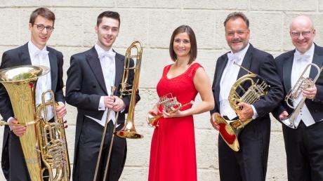 """Das Ensemble Harmonic Brass tritt am 30. Juli im Hof der Theresia-Gerhardinger-Grundschule Friedberg auf. Veranstalter des Konzerts sind die """"Bürger für Friedberg""""."""