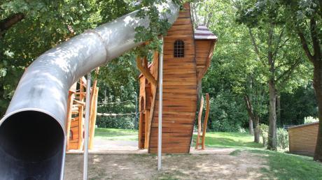 Der neue Spielplatz im Friedberger Schlosspark sorgt für Lärmbelästigung bei den Anwohnern. Ein großer Kritikpunkt ist die Rutsche.