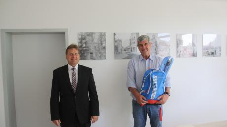 Die Augusta-Bank RVB-Stiftung spendet 1500 Euro an das Friedberger Kinderheim.