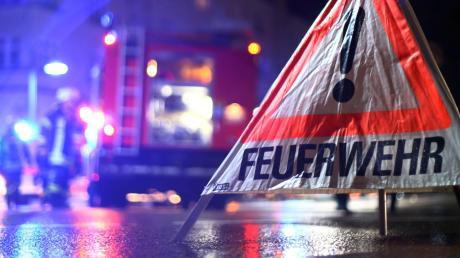 In Jettingen-Scheppach hat ein Papiercontainer gebrannt.