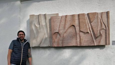 """Die """"Lechlandschaft"""" hier mit Jonas Ochs wirkt besonders eindrucksvoll im Licht- und Schattenspiel der alten Bäume des Dominikushofs."""