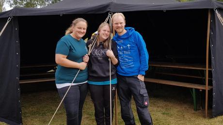Gerne hätte Diakon David Mühlendyck auch diese Sommerferien wieder zusammen mit Jugendlichen und Betreuern der Emmausgemeinde, Marina Schmidbaur (links) und Carolin Gai, in einem Zeltlager verbracht.