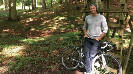Adrian Winkler sucht im Eurasburger Forst Inspiration für seine Musik.