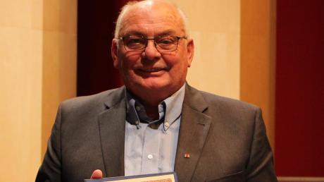 Der ehemalige Gemeinderat Günter Vogt ist für seine Verdienste für die Gemeinde Kissing zum Ehrenbürger ernannt worden.