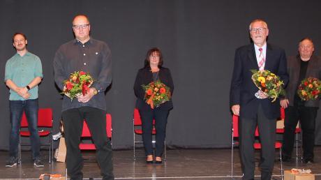 In Kissing sind die ehemaligen Gemeinderäte verabschiedet worden: (von links) Johann Oberhuber, Bürgermeister Reinhard Gürtner, Johannes Kaindl, Peter Wittka, Silvia Rinderhagen, Wolfgang Hörig, Roland Nemetz und Günter Vogt.