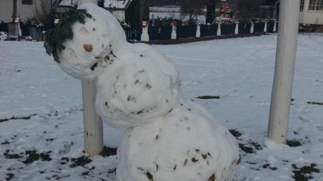 Ob dieser Schneemann der Familie Gail noch steht? Egal - wir suchen den besten Schnee-Künstler. Schicken Sie uns Ihre Fotos.
