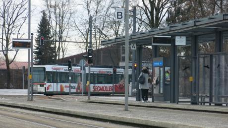 Die Anbindung der Buslinien an die Straßenbahn am Park-and-ride-Parkplatz in Friedberg-West wird geändert. GRund ist die Sperrung der B300.