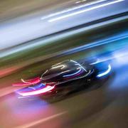 Nach den beiden Fahrern eines Autorennens auf der A96 sucht jetzt die Verkehrspolizei Fürstenfeldbruck.