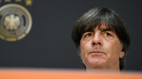 Bundestrainer Joachim Löw mag sich nicht mit der Kritik seines ehemaligen Kapitäns Michael Ballack befassen.