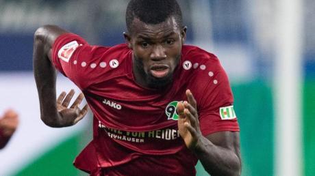 Hannovers Ihlas Bebou hat sich eine Verletzung am Oberschenkel zugezogen.