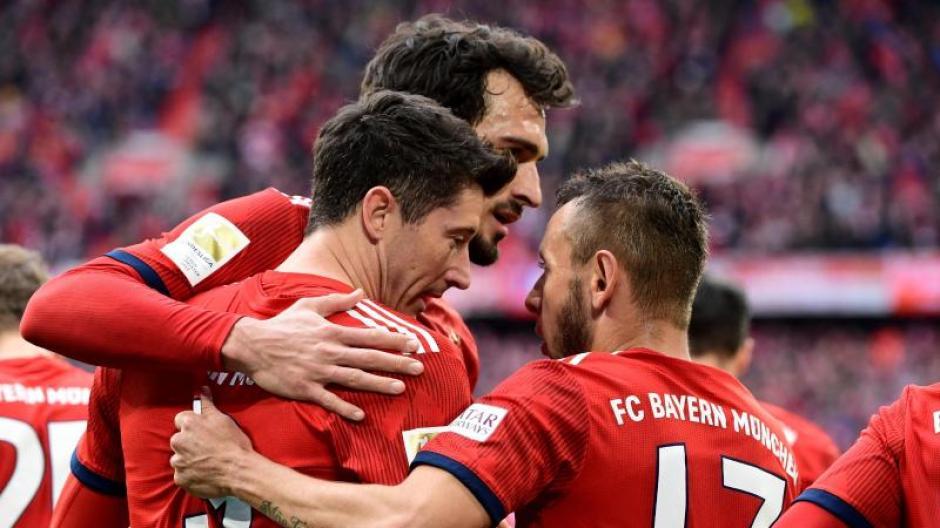 Fc Bayern Bayern Munchen Sturmt Mit 6 0 Sieg Gegen