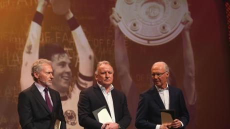 Auch Paul Breitner, Andreas Brehme und Franz Beckenbauer (l-r) in die Gründungself der Hall of Fame gewählt. Foto: Ina Fassbender/dpa