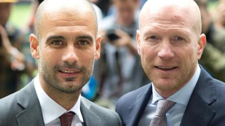 Pep Guardiola (l) und Matthias Sammer arbeiteten beim FC Bayern München zusammen.