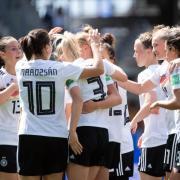 Die deutschen Spielerinnen jubeln nach dem Tor zum 1:0. Foto: Sebastian Gollnow