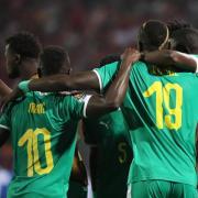 Senegals Spieler um Superstar Sadio Mané (l) feiern den Einzug ins Finale des Afrika-Cups. Foto: Gehad Hamdy
