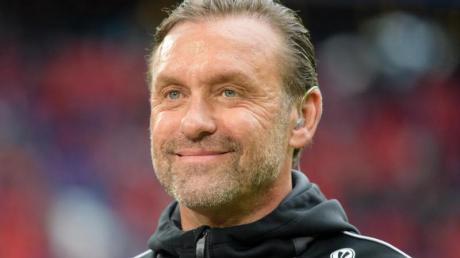 Darf weiter von der Königsklasse träumen: APEOL-Coach Thomas Doll. Foto: Matthias Balk