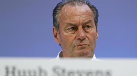 Nicht nur auf Schalke eine Trainer-Legende: Huub Stevens. Foto: Tim Rehbein/dpa
