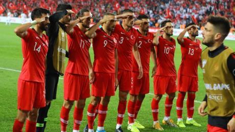 Die salutierenden türkischen Fußballer haben viele Nachahmer gefunden. Foto: Mahmut Burak Burkuk - Depo/Depo Photos via ZUMA Wire/dpa