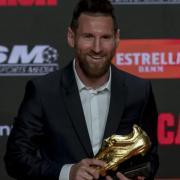 Lionel Messi erhielt bei einer Zeremonie in Barcelona seinen sechsten Goldenen Schuh. Foto: Joan Monfort/AP/dpa