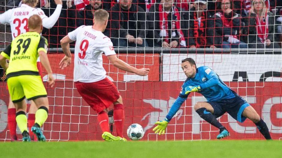 Fussball Bundesliga Fc Koln Gewinnt Kellerduell Paderborn