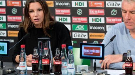 Gaben in Hannover gemeinsam vor der Presse Auskunft. Teresa Enke und 96-Coach Mirko Slomka.